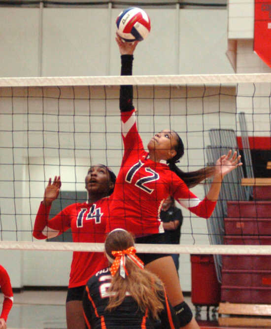 Sikeston falls to Advance in straight sets 25-21, 25-19.
