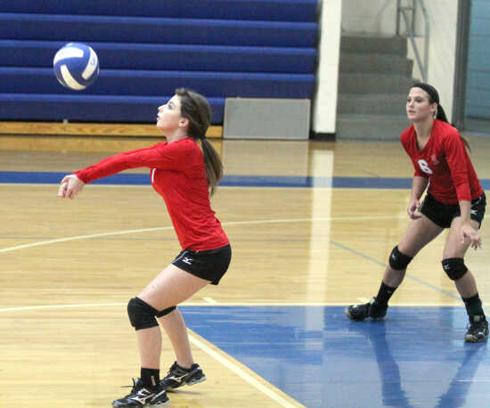 Charleston downs Richland in two sets