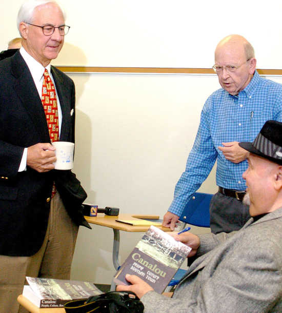 Sikeston family funds books for local schools