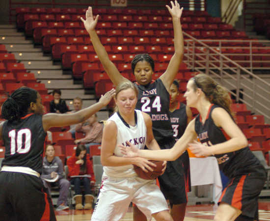 Sikeston falls in Classic semifinals to Jackson 59-36