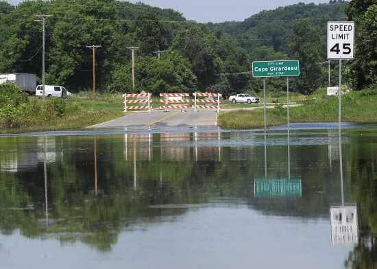 Flooding keeps area roads closed; river to rise today