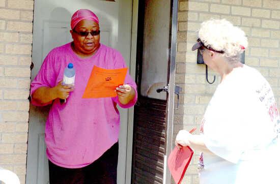 Community outreach: Sikeston R-6 teachers, administrators go door-to-door to meet community