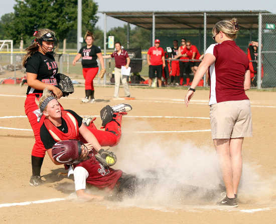 Poplar Bluff routs Sikeston 13-1 to open its season