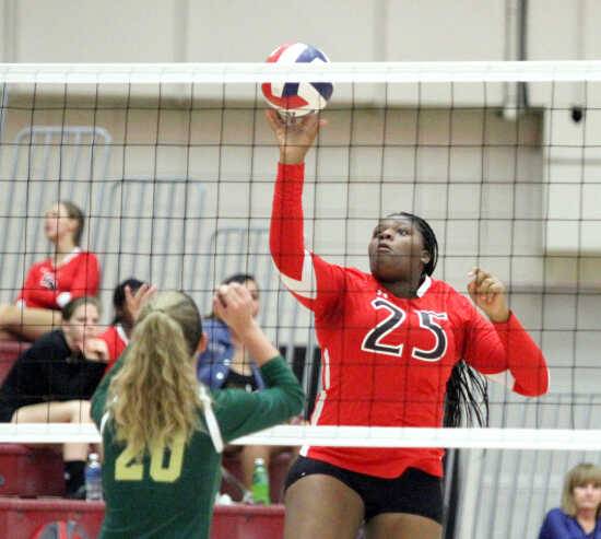 Sikeston volleyball storms back against NMCC