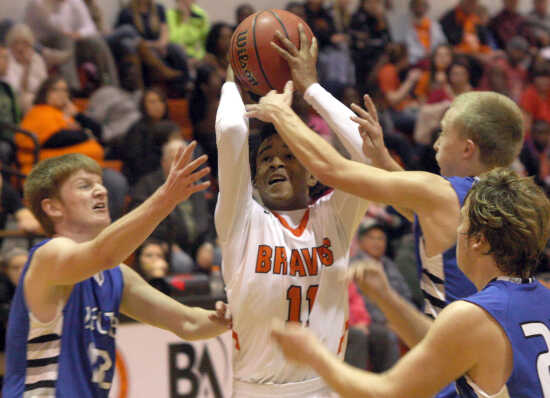 Scott County Central begins title defense with 84-18 win over Delta