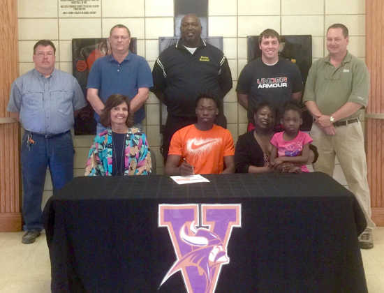 Wilbourn signs with Missouri Valley
