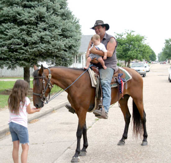 Kentucky man and his horse trot for a cause