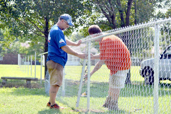 Lowe's funds, completes fence at Sikeston school