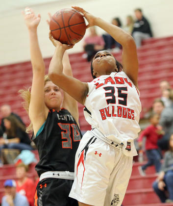 Mitchell leads Sikeston girls to first conference win over Cape Central