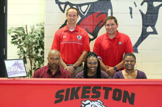 Sikeston soccer player Larysa McClellon signs with Southern Baptist University
