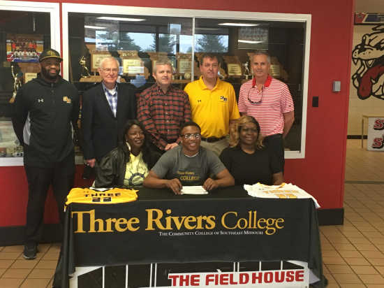 253b02126b3 SIGNING  Kevin Jones signs with Three Rivers basketball (4 18 19)